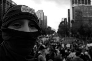 La protesta ha sido gravemente atacada, utilizando la fuerza pública para literalmente desaparecer a periodistas y activistas sociales.