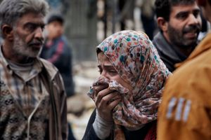 A woman cries outside a hospital in Aleppo on February 11, 2013. © Nish Nalbandian