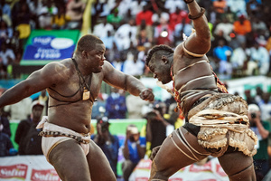 Fight scene between Emeu Sene (on the left) and Balla Gaye 2 (on the right) from April 5, 2015 in the stadium of Demba Diop.