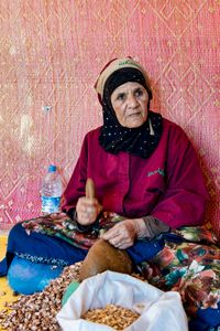 Woman that works the seeds of argan.