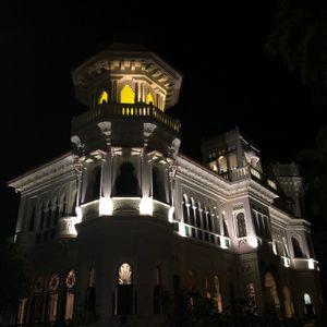 Palacio de Halle, Ceinfuegos, at Night