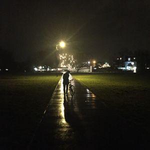 De camino en la noche.