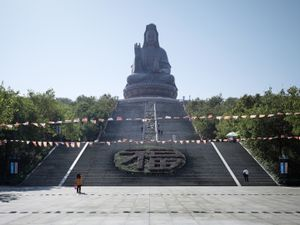 Guanyin statue. Foshan, China, 62 m (203 ft). Built in 1998 © Fabrice Fouillet