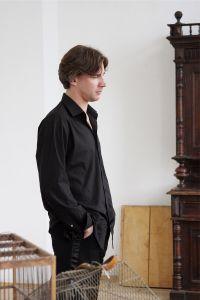 Актер Алексей Алексеев в репетиционном зале. Actor Alexey Alekseev in the rehearsal room.
