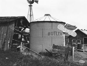 8176.10, farm buildings, Hwy 73 south of Randolph, WI, 1981