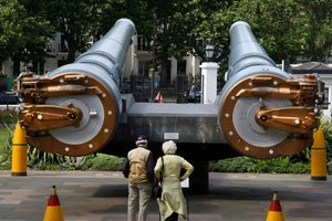 15-inch 1914 naval guns, at entrance to Imperial War Museum, London
