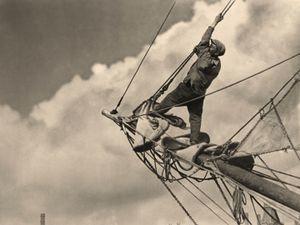 Forward Mast © Arissa Archive, Fundacion Telefonica