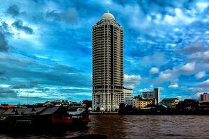 Skyscraper Bangkok overlooking the Chaophraya 'The River of Kings'