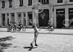 Flying with bubbles