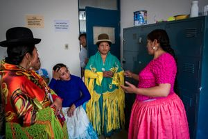 Cholitas meet up on the dressing room before the match so they can coordinate the order of fights and some of the sequences.