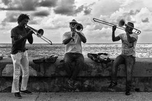 EN EL MALECON, LA HABANA, CUBA 25