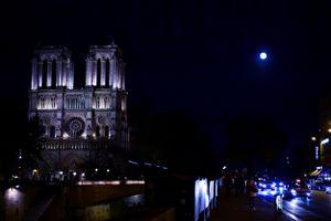 IN BETWEEN WORLDS: Notre-dame de Paris
