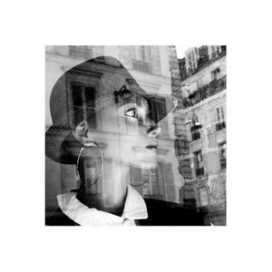 portrait de femme dans la ville - réflexion/reflection 4