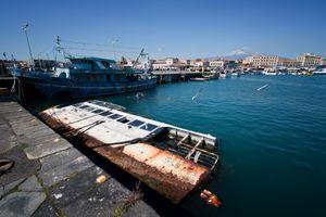 Barcone al porto di Catania