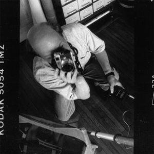 Photographing Robert Doisneau 1 (detail) : self-portrait on panoramic strip