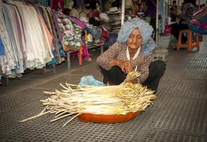 Venditrice di bamboo