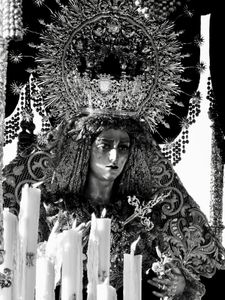 """El paso"" (The image of the Virgin Mary)"