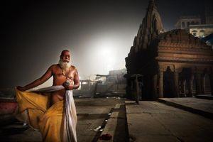 Sadhu after praying and bathing in the Gange