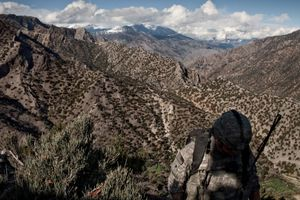 A U.S. soldier from the 1st Infantry Division, carries ammunition to Observation Post 1, a post which overlooks the Korengal Out Post (KOP), the U.S. Army's base of operations in the Korengal Valley, in Afghanistan, on March 27, 2009. This is the site of some of the heaviest fighting in Afghanistan since the coalition entered. © Adam Ferguson