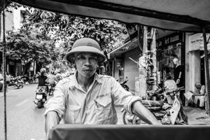 Rickshaw driver, Hanoi Virtnam