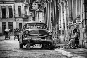 Street mechanic in Havana
