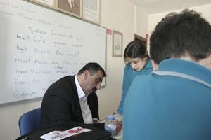 Ali Gümüş teaching Laz language to the pupils of Cumhuriyet middle school in Arhavi.