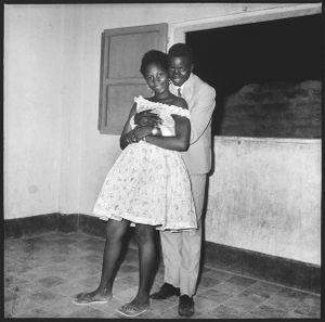 © Malick Sidibé, Surprise party entrée en 6eme de Mselle Mounina, 1962, gelatin silver print, 50 x 60 cm. Courtesy of Fifty One Fine Art Photography.