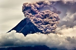2nd prize stories © Kemal Jufri, Indonesia Panos Pictures/Polaris. Images Eruption of Mount Merapi, Central Java, Indonesia, November