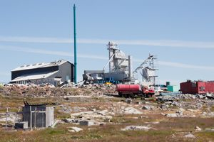 Factory and sled dogs, Aasiat