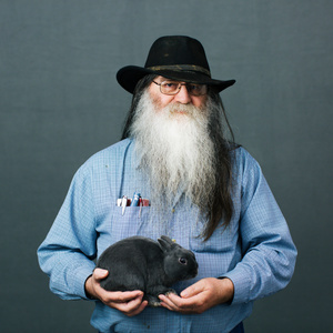 Bill Nelson (66) from Burbank, South Dakota with his rabbit of «Polish» breed.