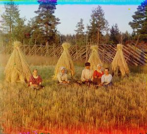 """At Harvest Time, Russia, 1909 © Sergei Mikhailovich Prokudin-Gorskii, from the book """"Nostalgia"""". Images courtesy US Library of Congress and Gestalten publishers, Berlin."""