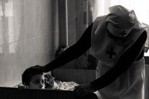 Сестра милосердия и воспитанник детского дома