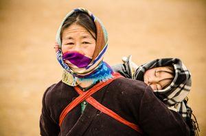 Tibetan nomad mom and kid at Namtso Lake