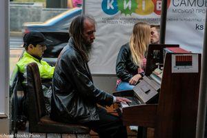 Man plays piano in Kyiv