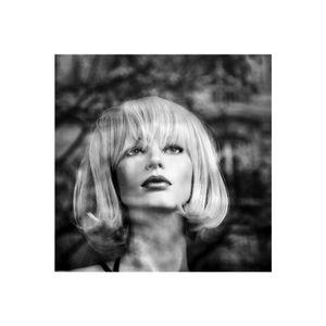 portrait de femme dans la ville - réflexion/reflection 9