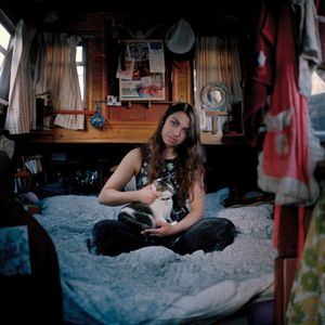 Sinead moved down to London from Liverpool after breaking up with her boyfriend. She knew no one in the City and decided to live on the boat, Summer Breeze, with her cat Moki.      © Carl Bigmore