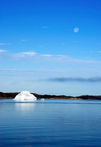 Daymoon in South Greenland - © Adel Korkor