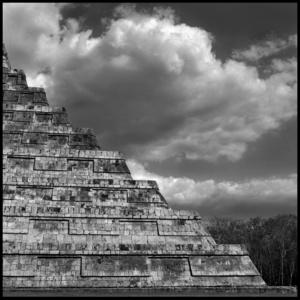 Temple of Kukulcan / sky