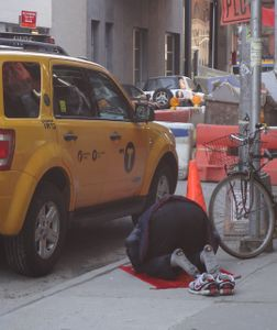 NYC CABBIE BOWS TO MECCA