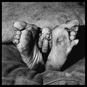 Puppy between feet, 1999 © Roger Ballen