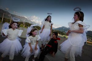 Little angels and a demon; Petits anges avec démon; école de théâtre