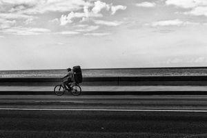 EN EL MALECON, LA HABANA, CUBA 24