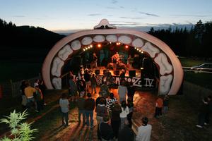 """La Cambrouse"", a small open air Festival in the woods. ""La Cambrouse"", un petit festival open air  en pleine camapgne."