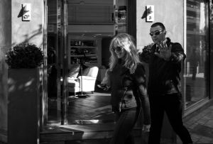 Goldie Hawn and her body guard, 2013  © Alison McCauley