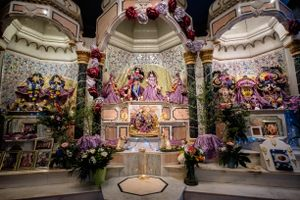 The altars during Radhadesh Mellows are spectacular. A team of about 15 pujaris dresses, feeds, and serves the Deities. The standard of Deity worship in Radhadesh is famous throughout the Hare Krishna movement