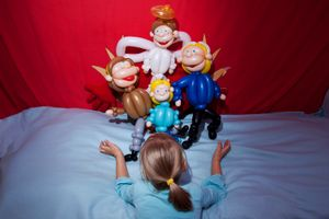 Practitioners of Happiness_04 - Noemi and her balloon family