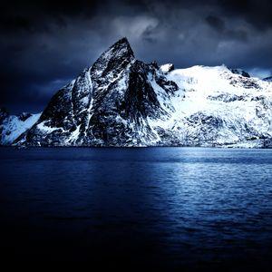 Reinefjorden in indigo