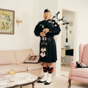 Bagpipe player, from the series Sun City © Peter Granser