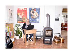Jenny Norén, HR-manager. Homeoffice at old school desk in living room.