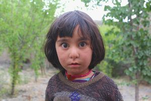 The world mixed in the curious eyes of the Afghan girl